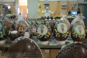 Cioccolateria Vetusta Nursia__uova di Pasqua in laboratorio